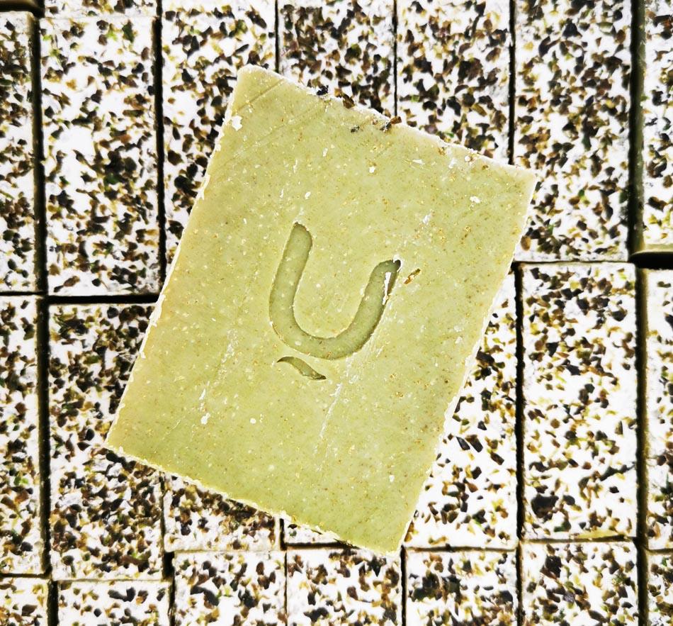 סבון מוצק עם בוץ ים המלח ואצות